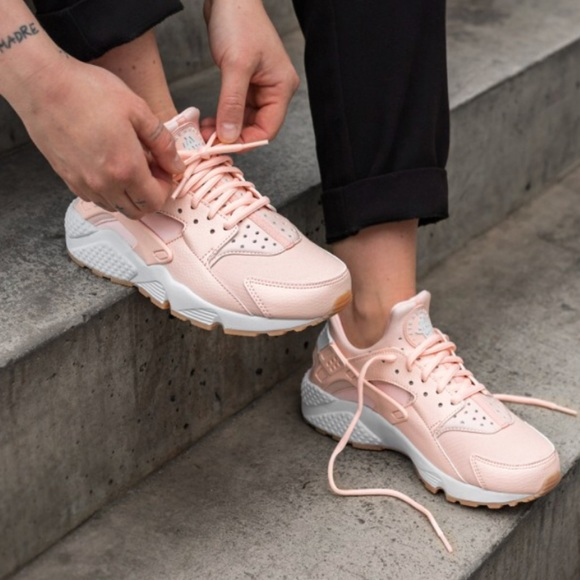 official photos 68c26 30b9b New🌧 NIKE sunset tint Air Huarache Run. M 5ae49c41d39ca28c34ca23ce. Other  Shoes ...